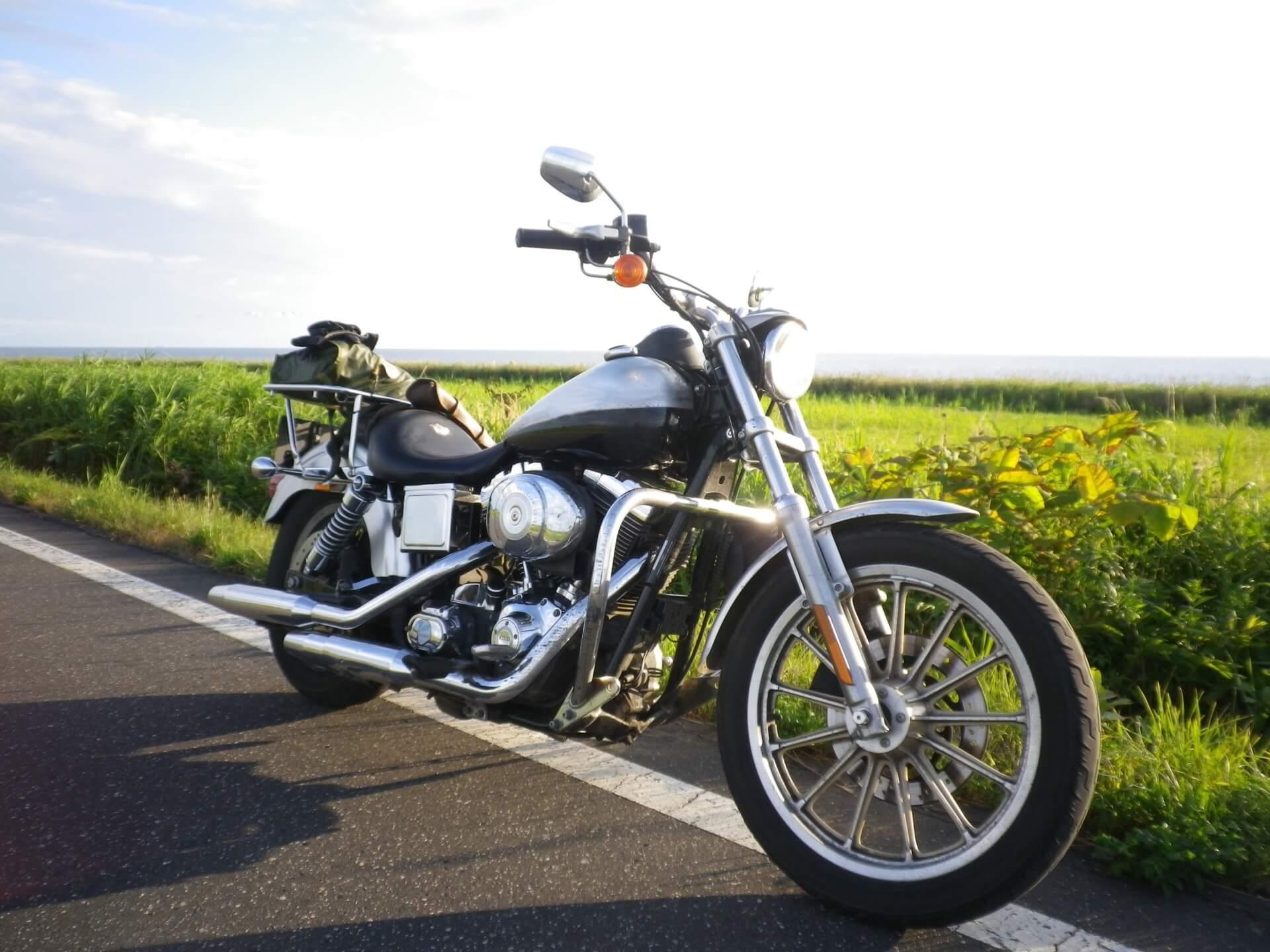 ツーリングのバイクの画像