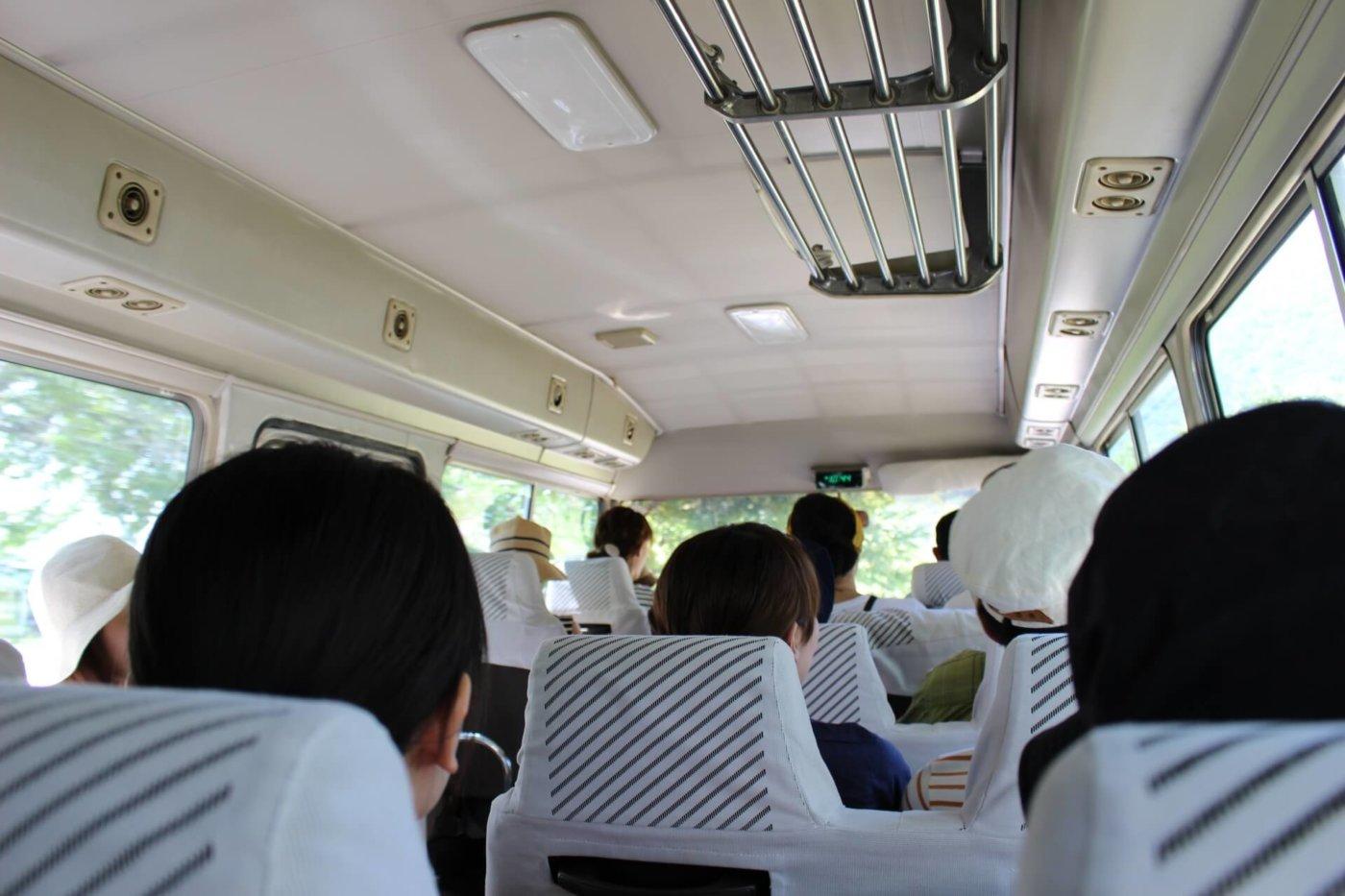 社員旅行の幹事を任された!行きのバスで軽く挨拶しよう!