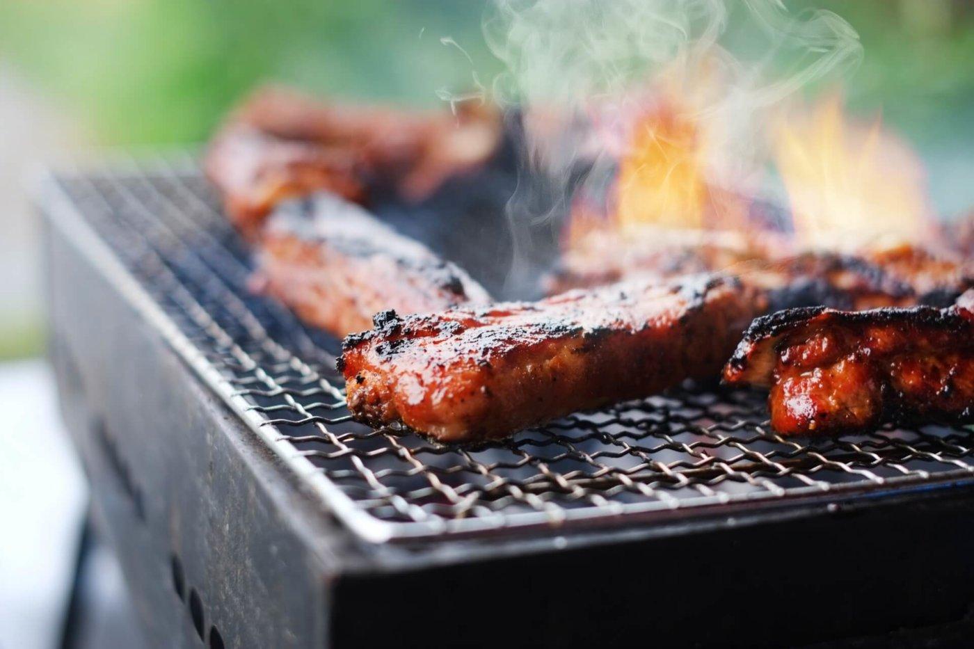 ワイルドで豪快。バーベキューでブロック肉を焼くときのコツ