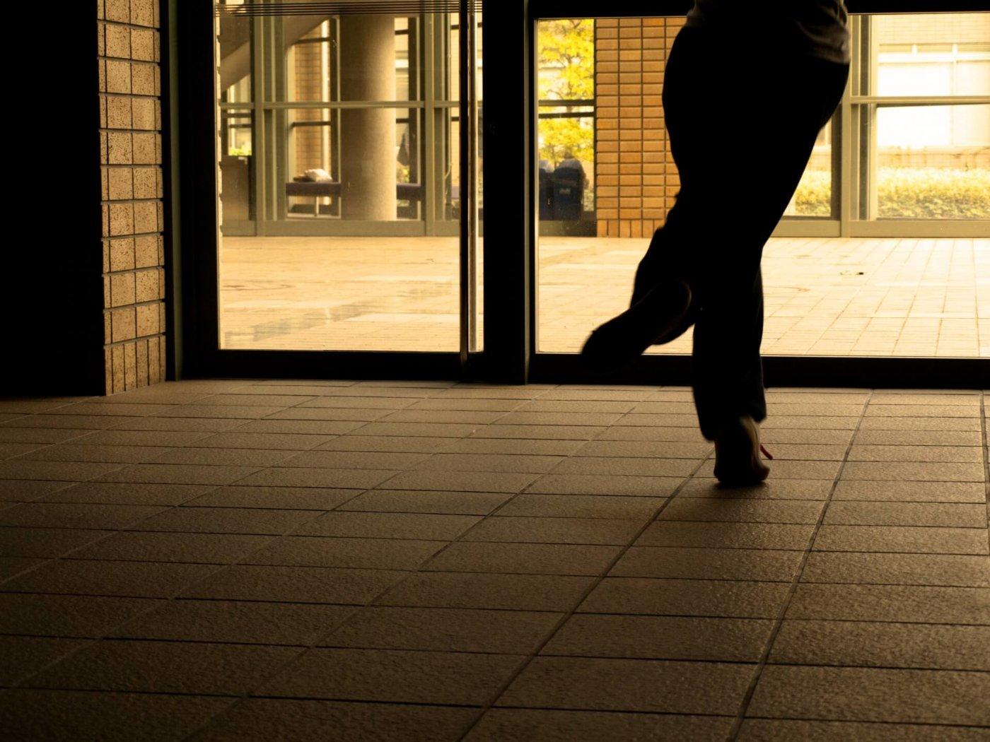 『ランニングマン』ダンスをマスターしよう!ミュージックビデオで一躍話題になったあのダンスのコツ