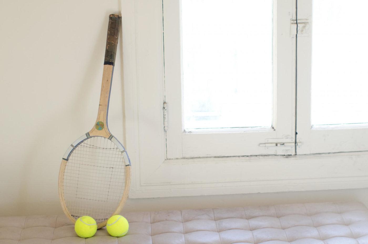 【初級者から中級者向け】テニスのグリップテープの正しい選び方と巻き方