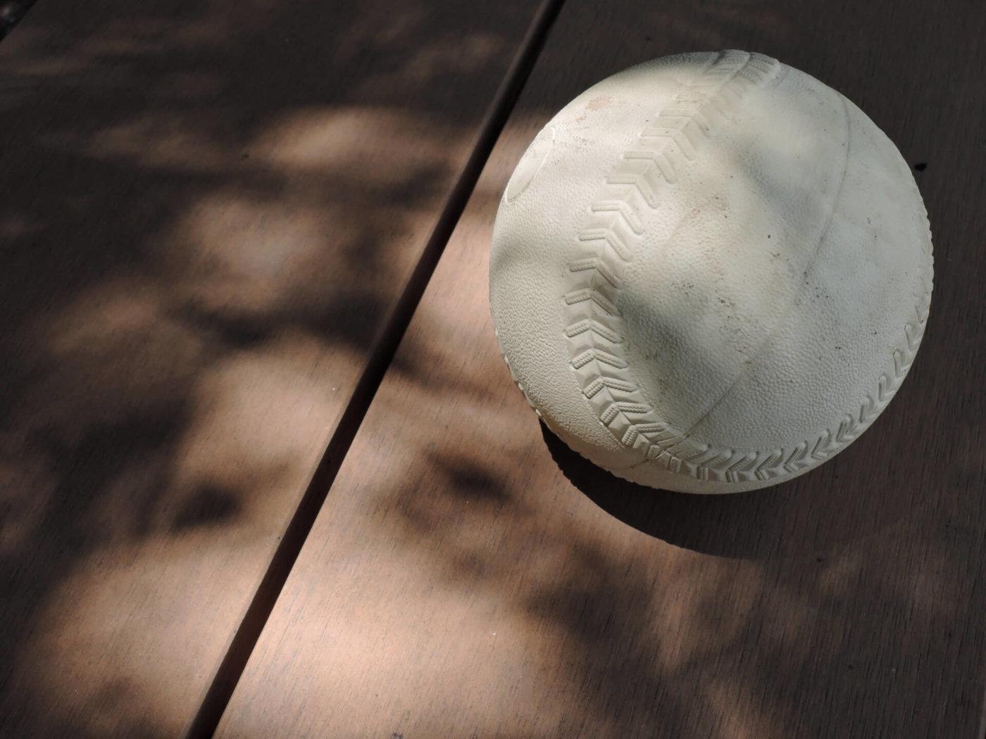 三振をたくさん取ろう!ソフトボールの主な変化球の握り方と投げ方まとめ