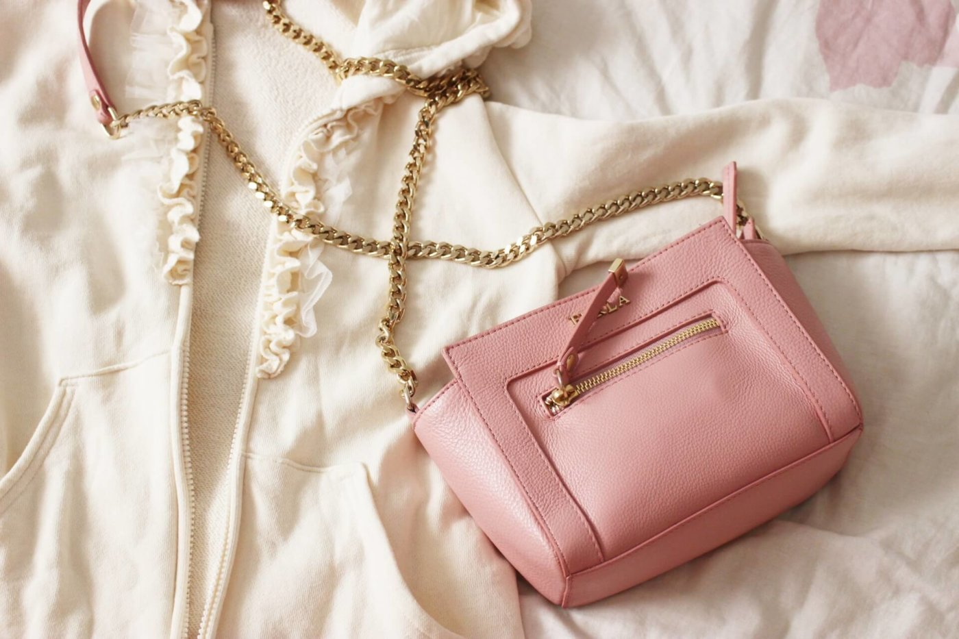 結婚式二次会で役立つバッグは?