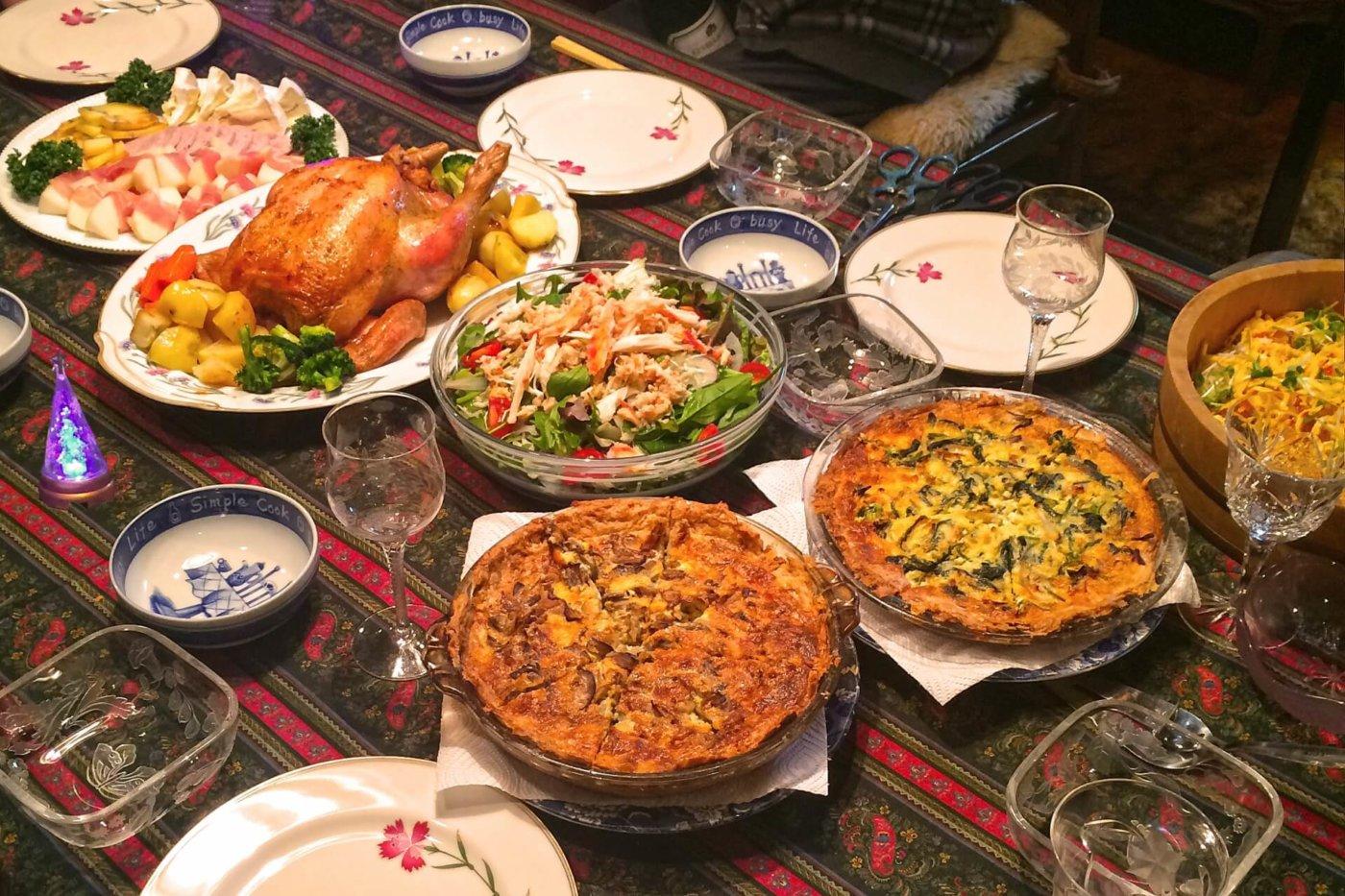 料理を持ち寄って、クリスマスパーティをしましょう