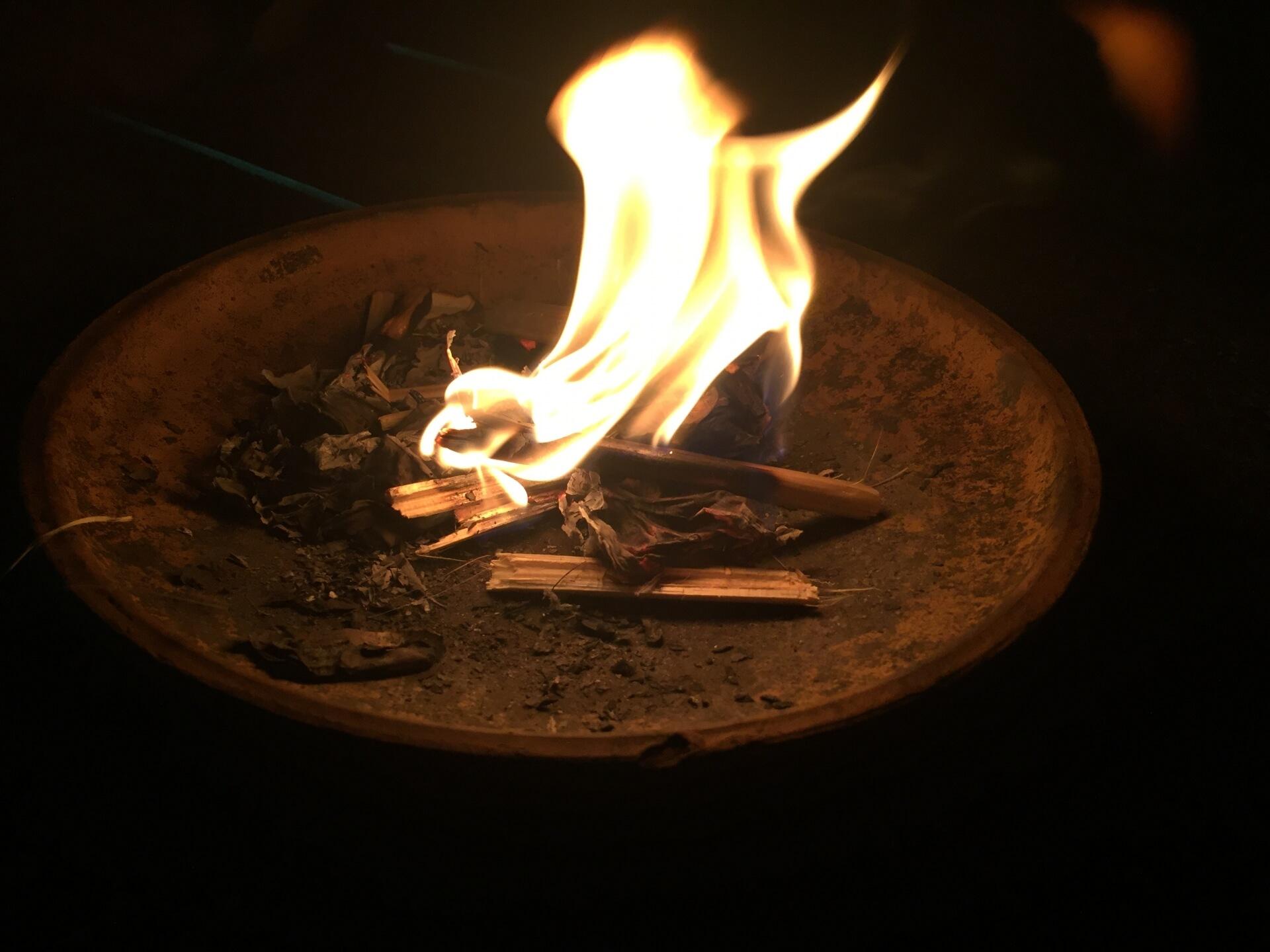 お盆に焚く迎え火の正しい行い方