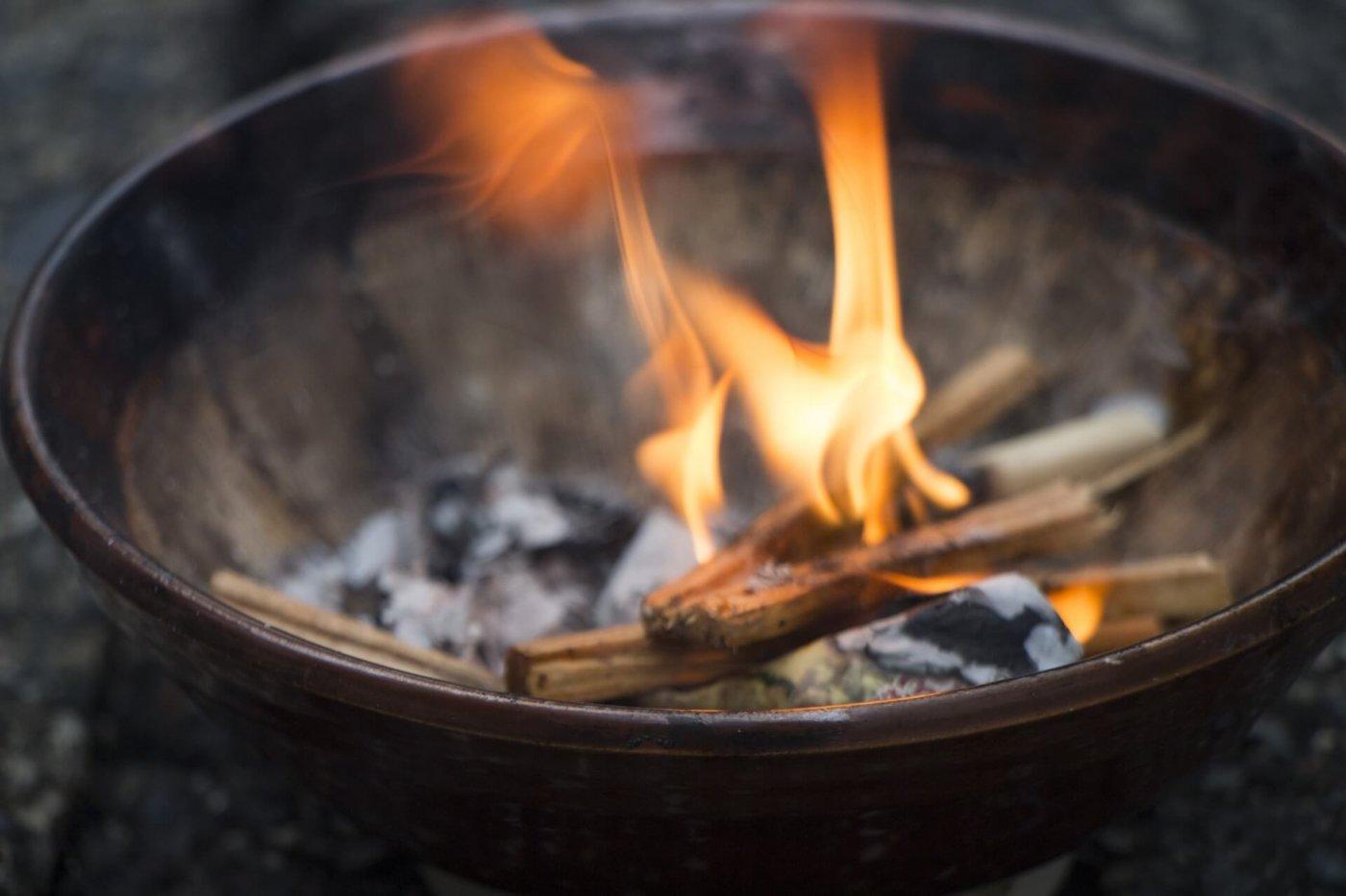 お盆に焚く送り火の正しい行い方