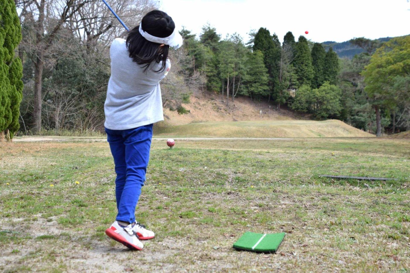 胴体軸をしっかり意識するのがゴルフスイングの基本