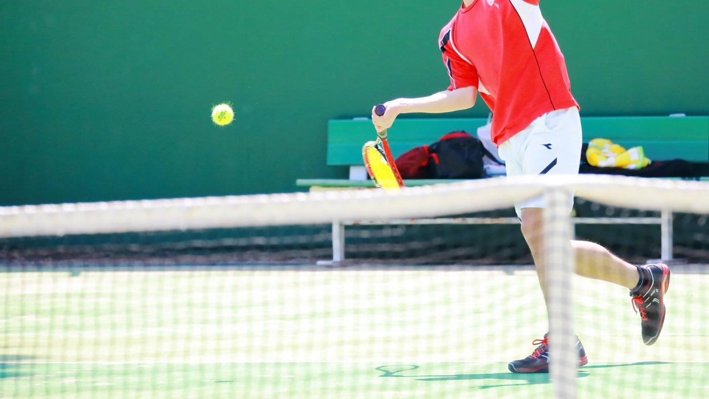 テニス初心者はこのように打て!テニス初心者ボレーの打ち方特集!