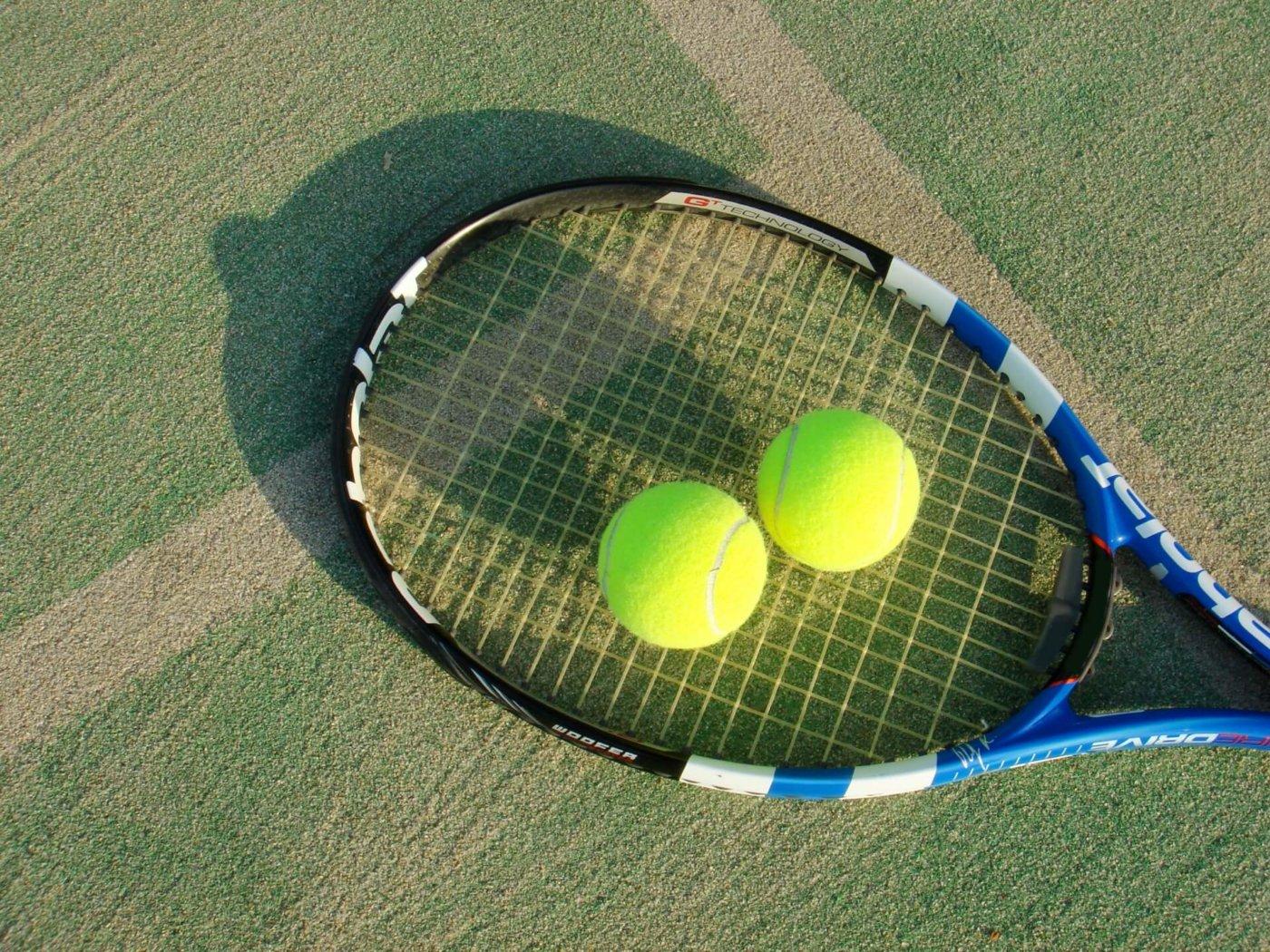テニスの壁打ち!初心者は壁打ちをしたほうがいい?しないほうがいい?