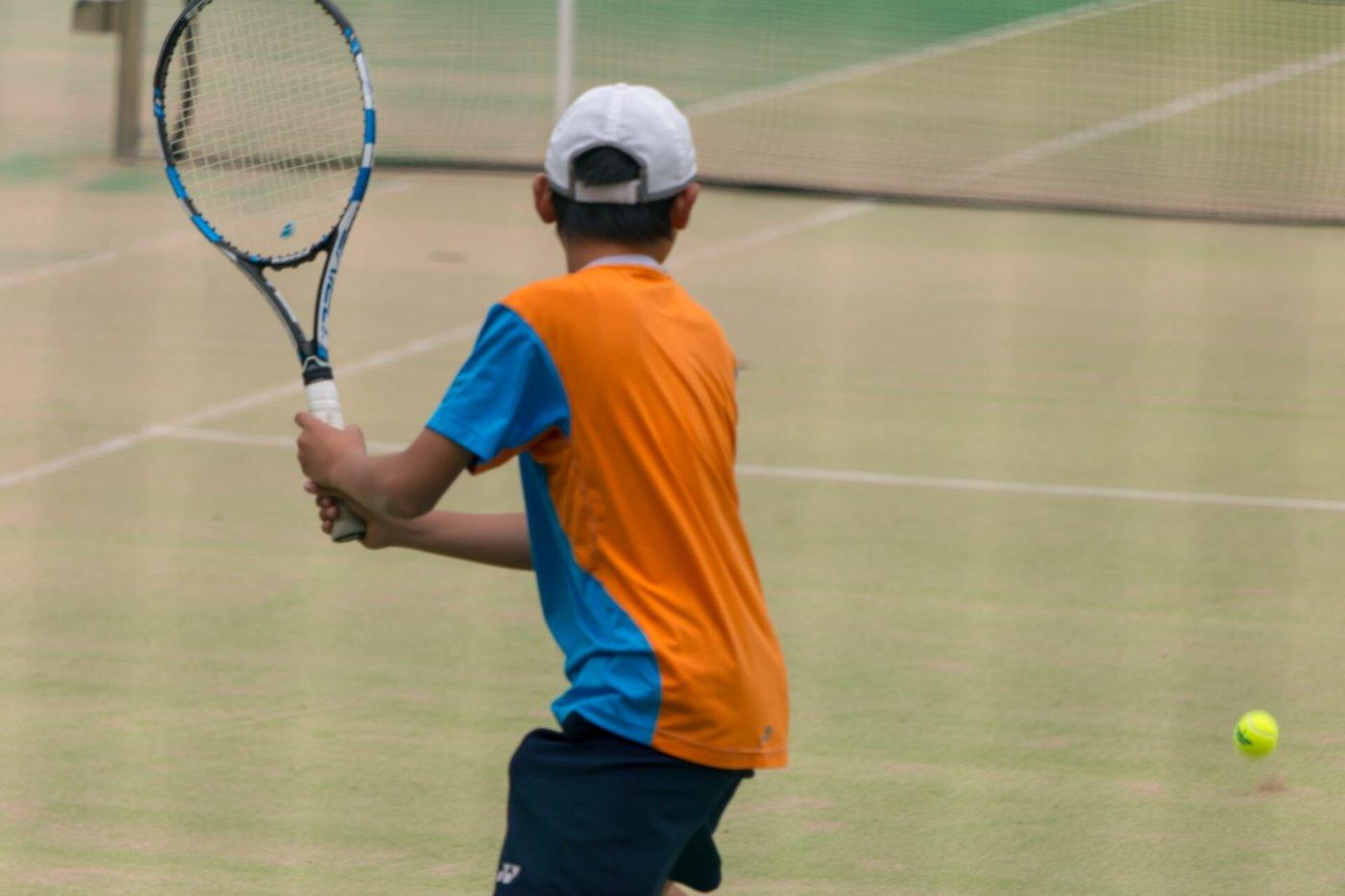 テニス肘になってしまった時の正しいサポーターの付け方とは