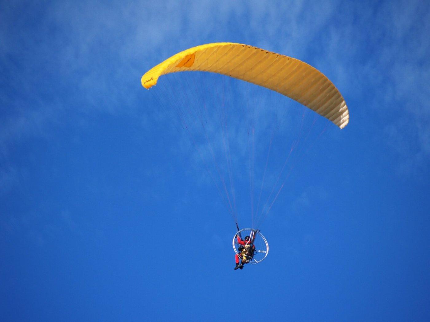 パラグライダーに挑戦しよう!関西で体験できるスポットはココ!