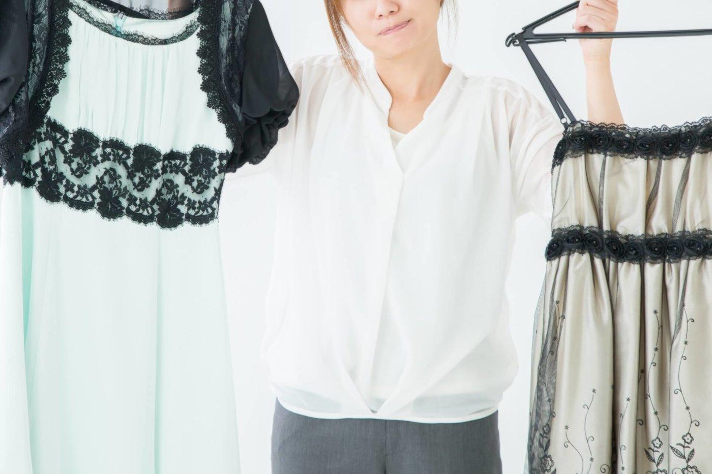 同窓会で着るべきドレスのデザインと着こなしは?