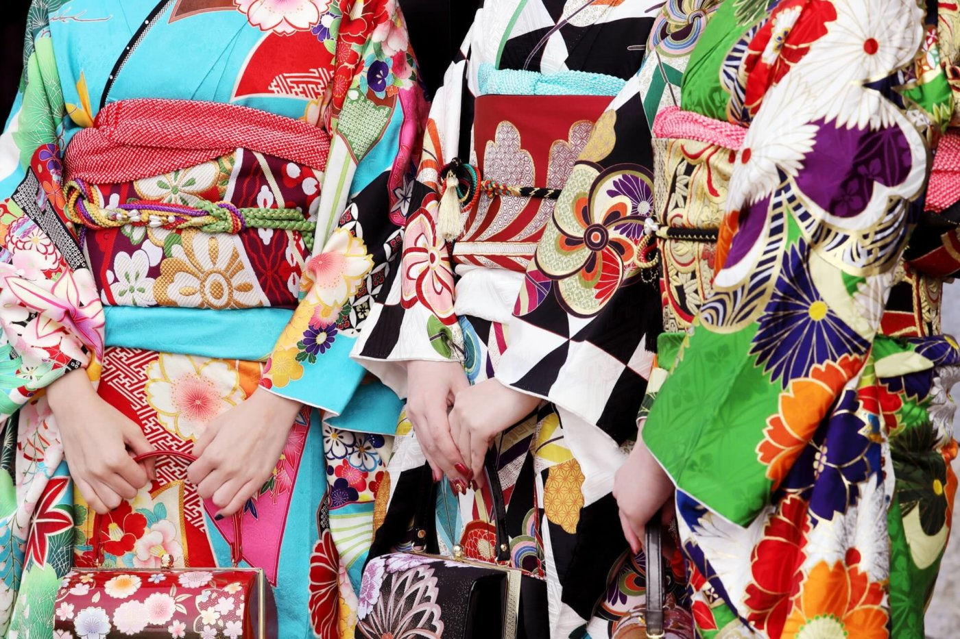 成人式には振袖とドレスどっちがいいの?