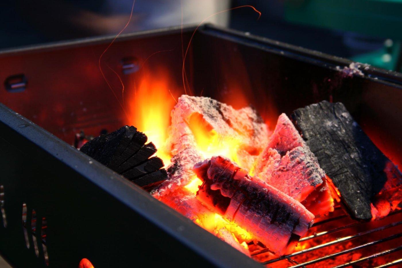 肉・野菜もこれがないと食べられない!バーベキューの炭火の起こし方