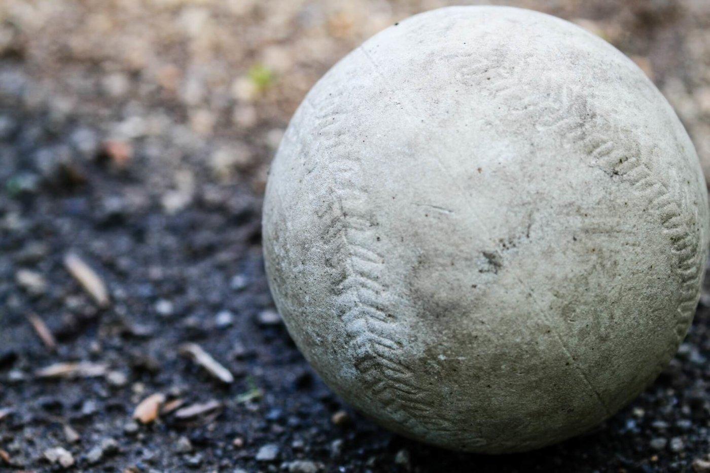 ソフトボールの正しい握り方と投げ方とは