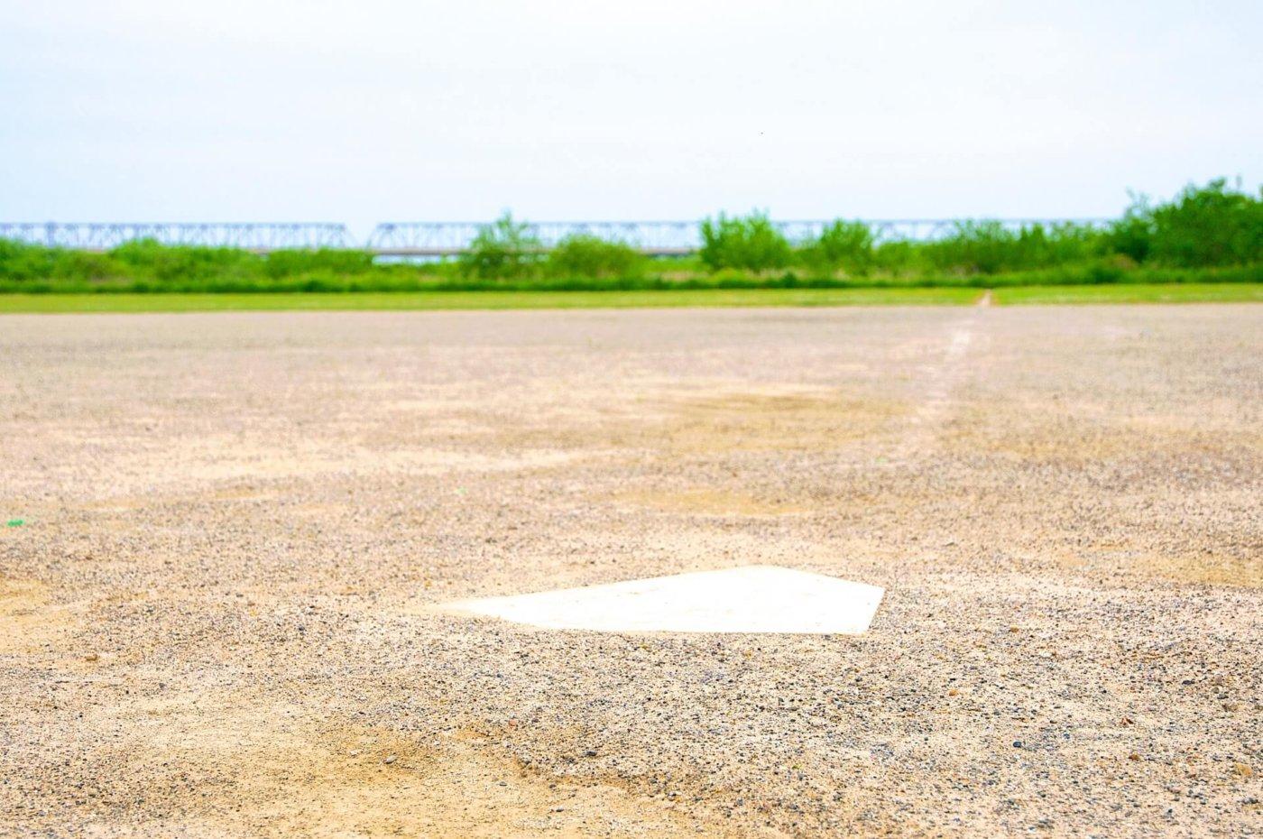 ソフトボール グラウンド寸法は?